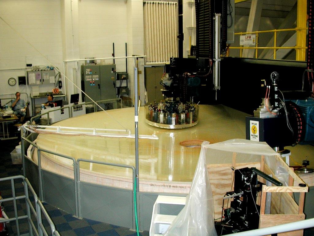 A picture of a big machine polishing a mirror